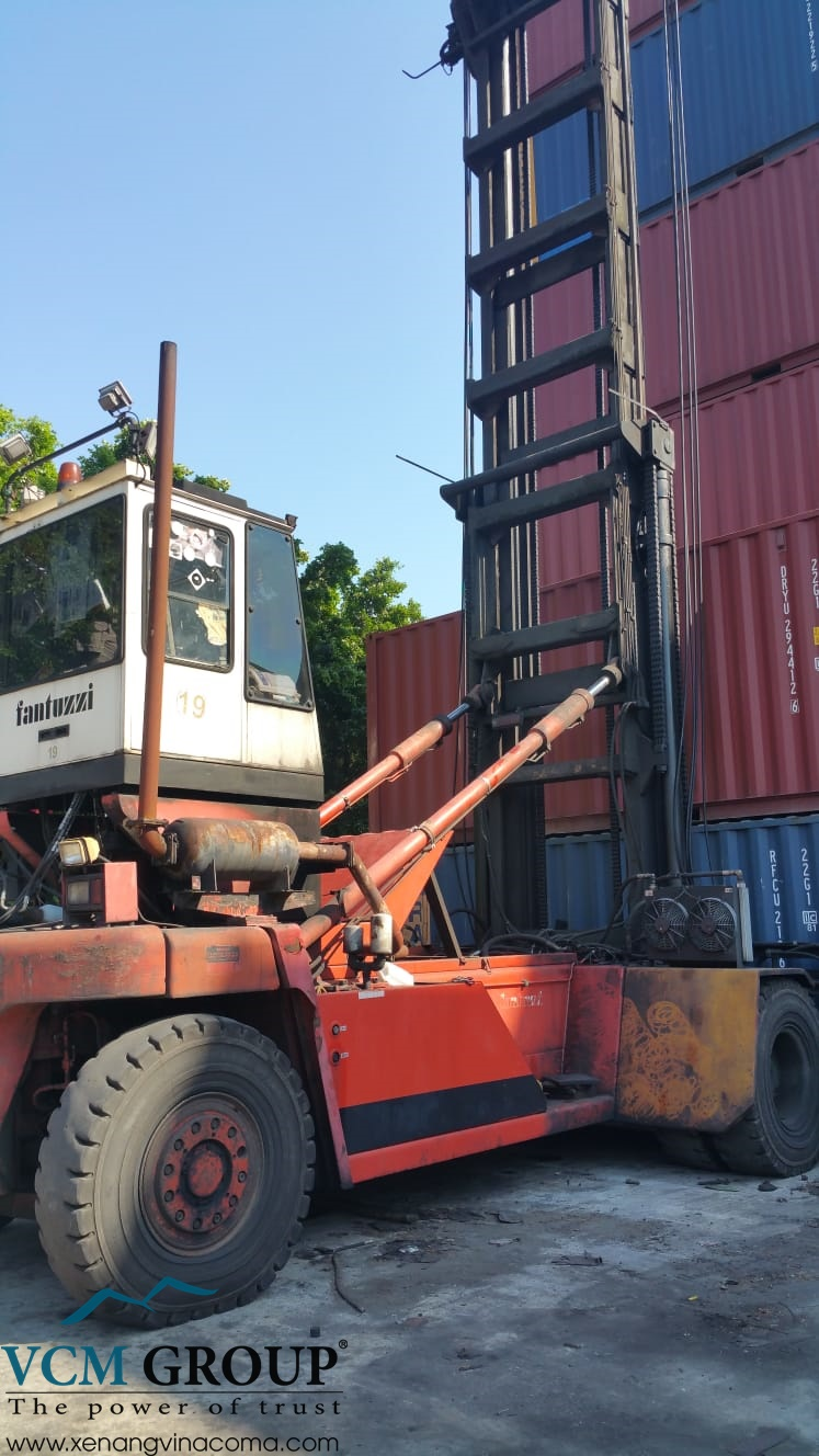 Xe nâng container rỗng Fantuzzi FDC250S8
